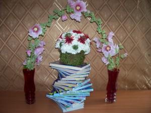 Цветочная арка для книг 009
